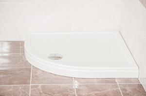 Favorit ULTRA STEP zuhanytálca íves, több méretben Zuhanyszifonnal