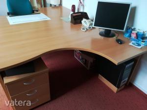 Főnöki íróasztal