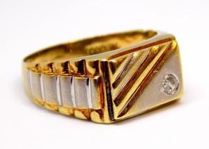 Köves arany pecsétgyűrű (ZAL-Au 100753)