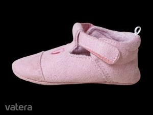 Rózsaszín szivecskés bébicipő