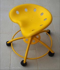 IKEA Traktor sárga műanyag gurulós forgószék