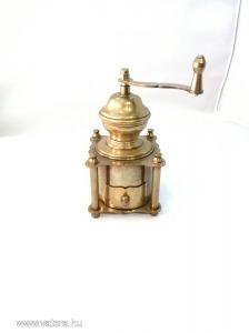 Antik, sárgaréz kávédaráló, jelzett, gyűjteményből