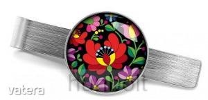 Matyó rózsa fekete háttérrel nyakkendőcsipesz