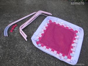 Rózsaszín trambulin kisebb gyerekeknek