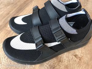 Nike 41-es férfi sportcipő uj