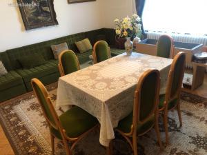 Étkezőgarnitúra, étkezőasztal székekkel
