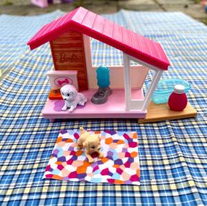 Mattel / Barbie nagy beltéri tartozék készlet kisállat kennel kutyával és kiskutyával